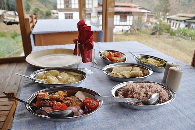 chimi lhakhang restaurant in punakha bhutan