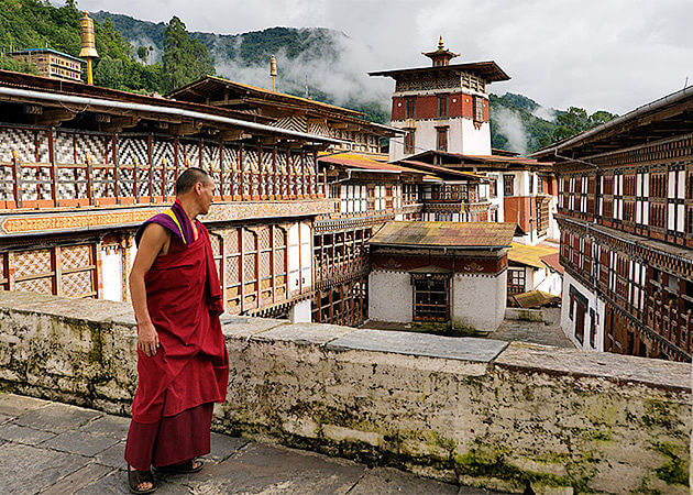Monks in trongsa dzong - trongsa attracctions