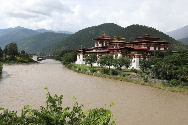Punakha Dzong - bhutan textile tour
