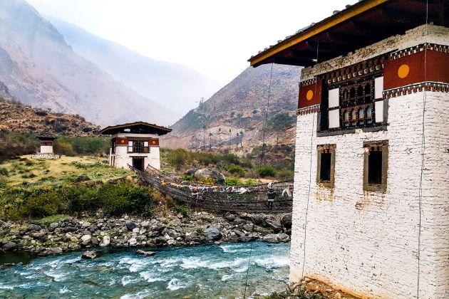 bhutan applies covid 19 vaccinate to everyone
